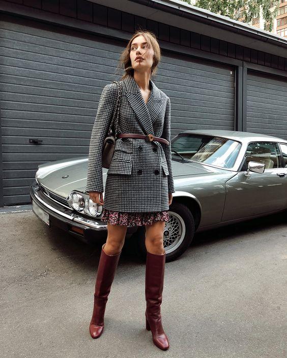 Укорочённое двубортное пальто в клетку и платье мини - самая эффектная игра с длиной 😍 Особенно, если дополнить образ высокими сапогами 👌🏻 #iamstudio #new