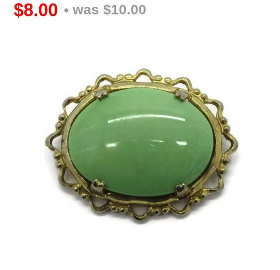 ON SALE! Vintage Green Cabochon Brooch, Oval Green Stone Gold Tone Pin