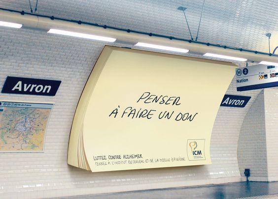 Des post-it géants installés dans le métro pour lutter contre Alzheimer