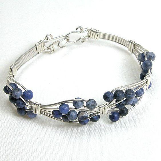 Sodalite Gemstone Silver Wire Bracelet (B0116):