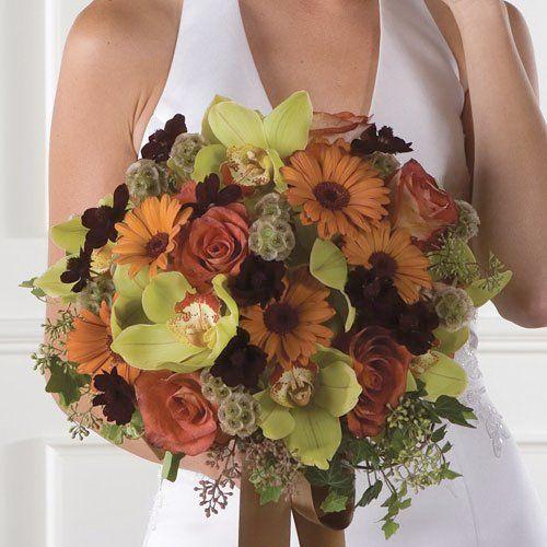 bukiet ślubny: storczyk Cymbidium, róża, gerbera, kosmos, drakiew, bluszcz,