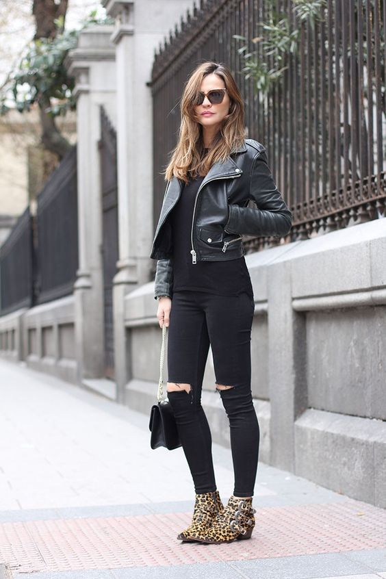 all black with leo booties. Madrid. #LadyAddict
