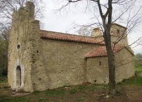 La chapelle romane Sainte-Colombe de Cabanes.Saint-Genis-des-Fontaines…