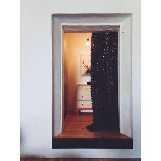 Intérieur : Tableau KULTE by Mothi - Commode IKEA - Lampe MUUTO @le116 (Instagram)