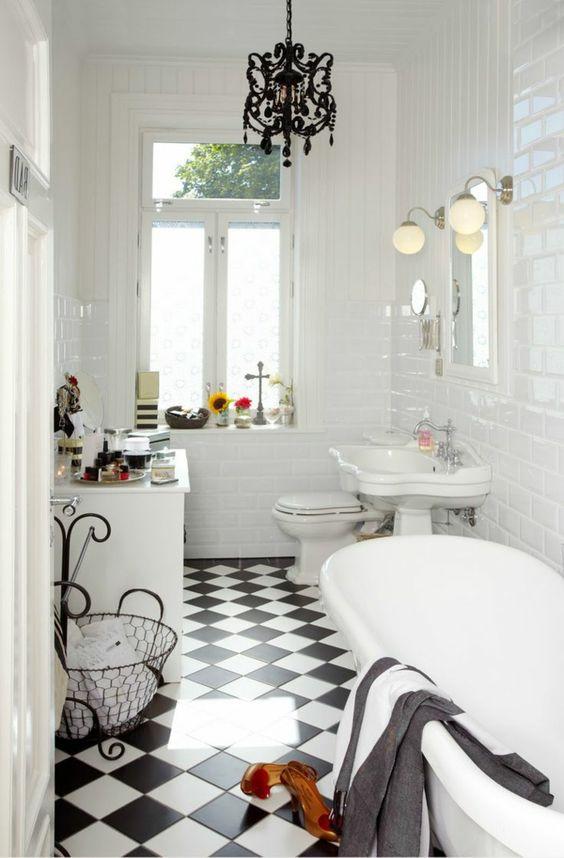 Retro chic white bathrooms and retro on pinterest - Carrelage salle de bain vintage ...