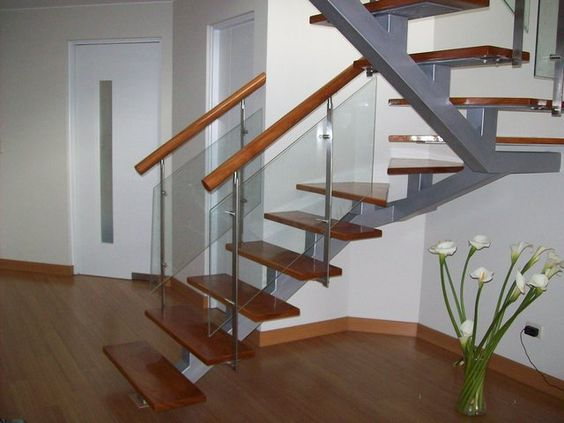 Escaleras barandas acero inoxidable estructuras for Modelos de gradas de madera
