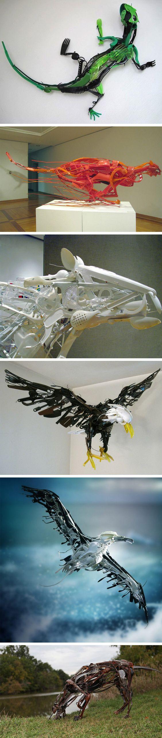 A artista japonesaSayaka Ganzcriou um projeto muito legal de esculturas utilizando somente objetos da cozinha, sala e quarto de uma casa comum.