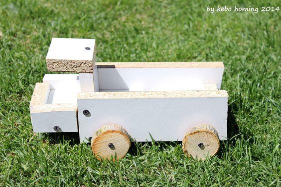 Von Kindern entworfener und gewerkelter LKW aus Holzresten / Truck designed and crafted by children / Upcycling