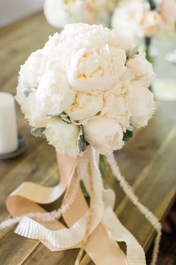 Lush peony bouquet | Photography: Danielle Poff Photography - www.daniellepoff.com: