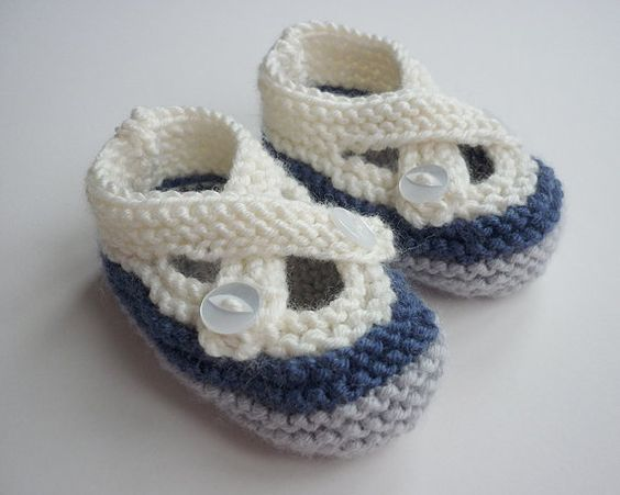 KNITTING PATTERN Baby shoes with Crossover strap di LoveFibres