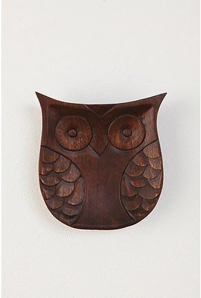 "like the shape of this owl for hanging from branches. make eyes and ""wings"" as different colors/designs (but all pink, brown, and white)"