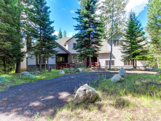 Bison Manor is a gorgeous getaway for your next family reunion or corporate retreat with a large deck, game room, and secluded environment. The three-level home is ideal for groups of 20 exploring the Gem State! ...