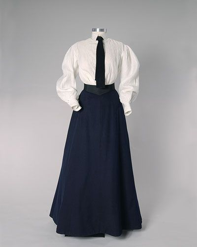 Shirt waist, linen circa 1905, with skirt and tie