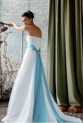 Beautiful.  If I could redo my wedding, I'd pick this dress.