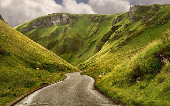 Winnats Pass Castleton, Derbyshire: