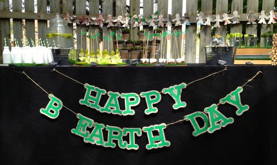 """""""Earth""""-themed birthday party with great conservation details! Perfect since #earthday is right around the corner. #kidsparty: Conservation Details, Birthday Parties, Earth Themed, Corner Kidsparty, Kids Party Ideas, Party Event Inspiration, Birthday Party"""