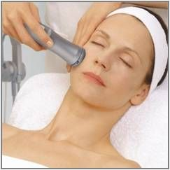 Massage with collageen light therapy Bio Blue and/or Bio Red light with oxygen and special Nora Bode serum on face, neck and decolleté or body treatment like bust or cellulite on upper legs, belly, buttocks, upper arms of double chin