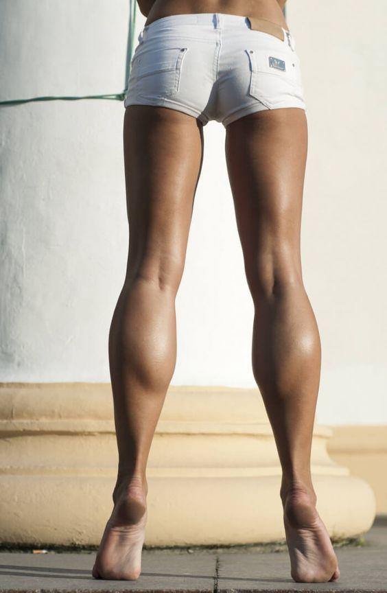Экология жизни. Фитнес и спорт: Основная формула уменьшения размеров икр – аэробика в сочетании с четкими, быстрыми упражнениями похожими на степ, и упражнения на растяжку...