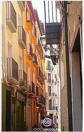 Calles con un color especial. Alrededores Plaza Santa Marta, lugar de tapeo reposado