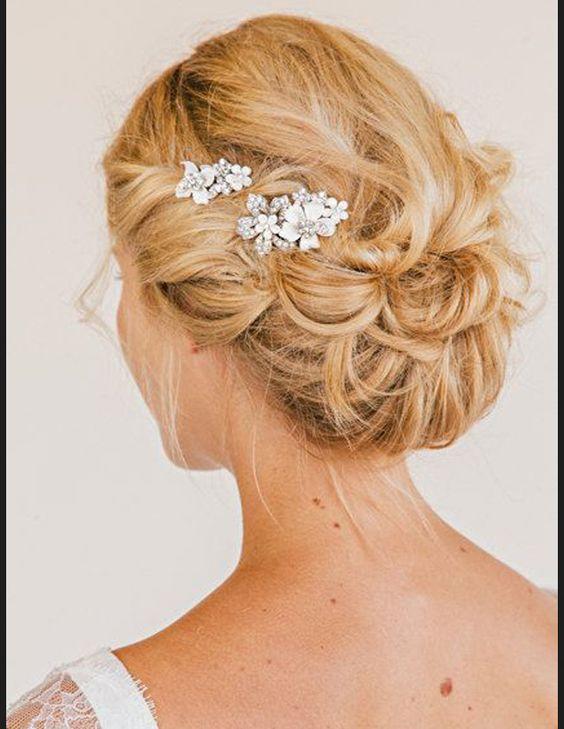 Coiffure mariage bijoux de cheveux