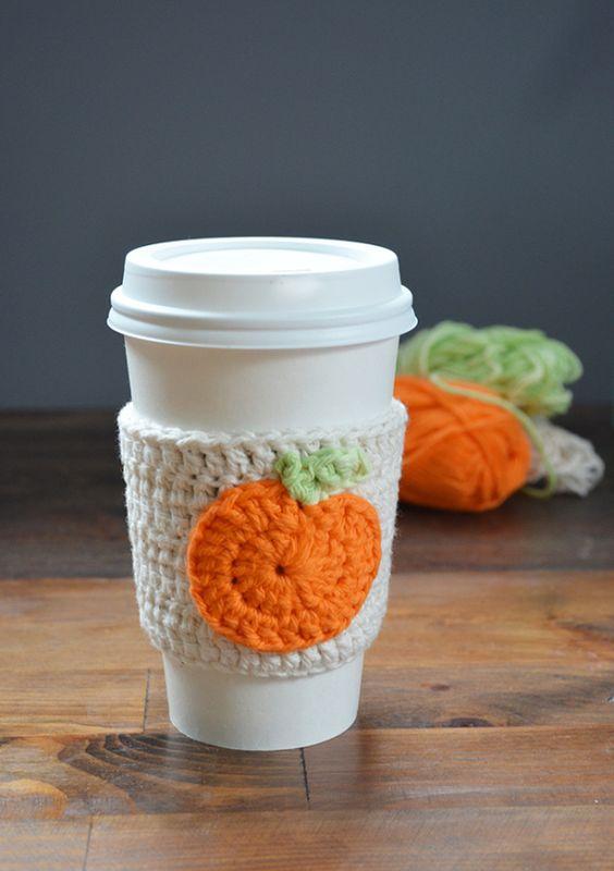 Free pattern - pumpkin crochet cup cozy: