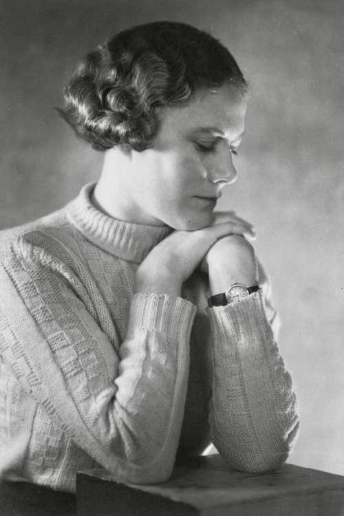 Pin By 1930s 1940s Women S Fashion On 1930s Knitwear Vintage Hairstyles 1930s Hair 1930s Fashion Women