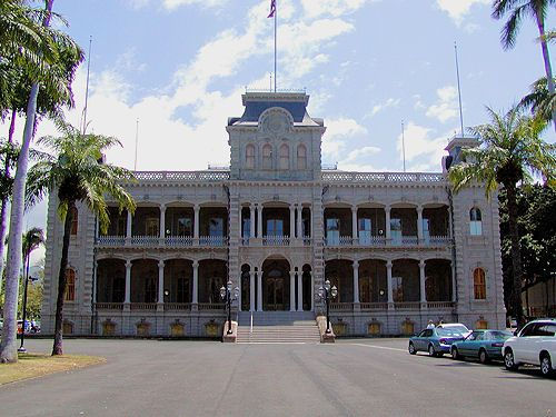 Take a Walking Tour of  Historic Honolulu: 'Iolani Palace
