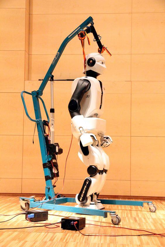 #REEM C en su presentación en Cosmociaxa #robots #humanoides #Tecnonauta #Tecnologia