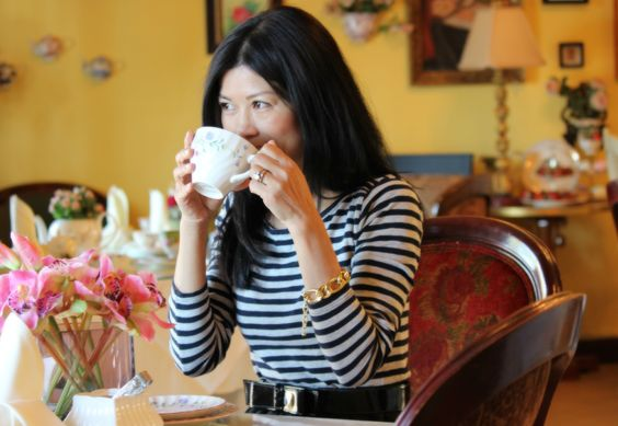 A tea room, unlike a café, is unhurried and relaxed. It's a great place to have a prolonged conversation with a friend.