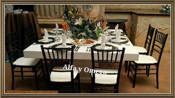 CAMBIE LA RUTINA DE SUS EVENTOS!!  La moda es ahora mesas laqueadas blancas y negras, las cuales puede combinar CON nuestra gran variedad de sillas chiavari, Ghost o Napoleon y bajaplatos de cristal los cuales puede combinar muy facilmente dada nuestra gran variedad.  Precio alquiler mesas blancas Q250.00 para 8 personas Precio alquiler mesas negras   Q350.00 para 10 personas  Ahora disponibles en nuestro showroom de Portal de Bodas.....