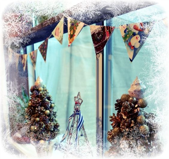 Sally Lee by the Sea: {Coastal Christmas - Day 11} Pennant Garland from Xmas Cards