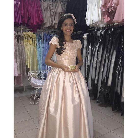 Nossa linda daminha pra começar o dia #damasdehonra #damascasadehonra #princesas #pajemcasadehonra #principe #pajem #encantarosolhos #alegriadeviver #amooquefaço