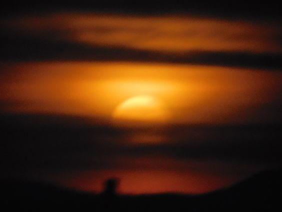 Zum ersten Mal sehe ich den Mond in den Mond in diesen Farben ...