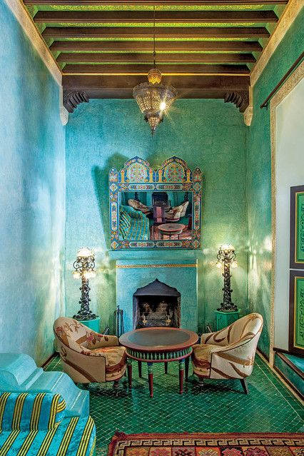 <strong>WATER COLOR</strong> | A second drawing room is conceived in blue tones, with a painted enamel mirror and a fireplace for chilly winter nights.