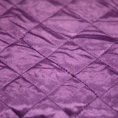 €14,25 / Meter Artikelnummer:2st Satijn doorgestikt stof100 % polyester.  Geschikt voor o.a. jassen, voering, kussens.