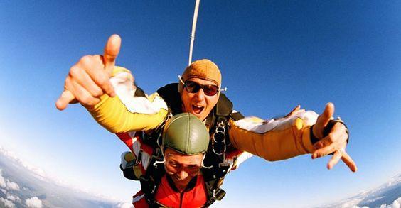 Paracaidismo - A 4,000 m de altura sobre la tierra y con sólo media hora de instrucción antes de subir al avion, vive la experiencia más increible de tu vida