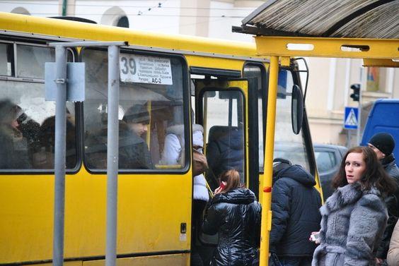 Водія-хама звільнять з роботи. Пасажир, який став жертвою агресивного водія маршрутки, подав позов до суду. #WZ #Львів #Lviv #Новини #Життя
