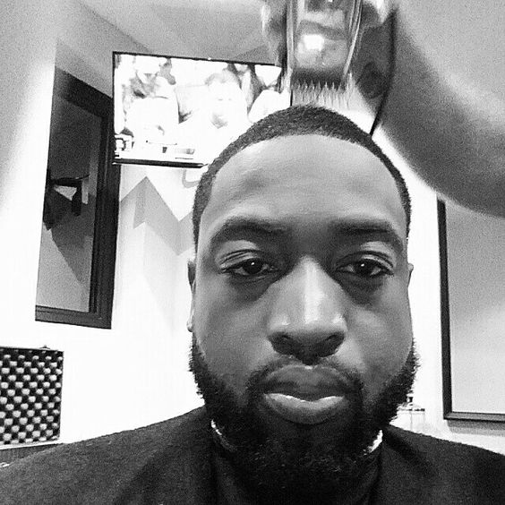 #beardsace getting a much needed cut tonite at the crib and watching the game at the same time behind me..much love to my barber/family @jaythebarber_908305 for always capturing the look I'm going for..