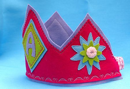 Felt crown with tutorial and pattern