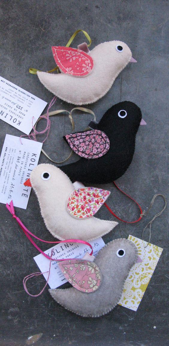 Petits doudous oiseaux Kolinosté à suspendre