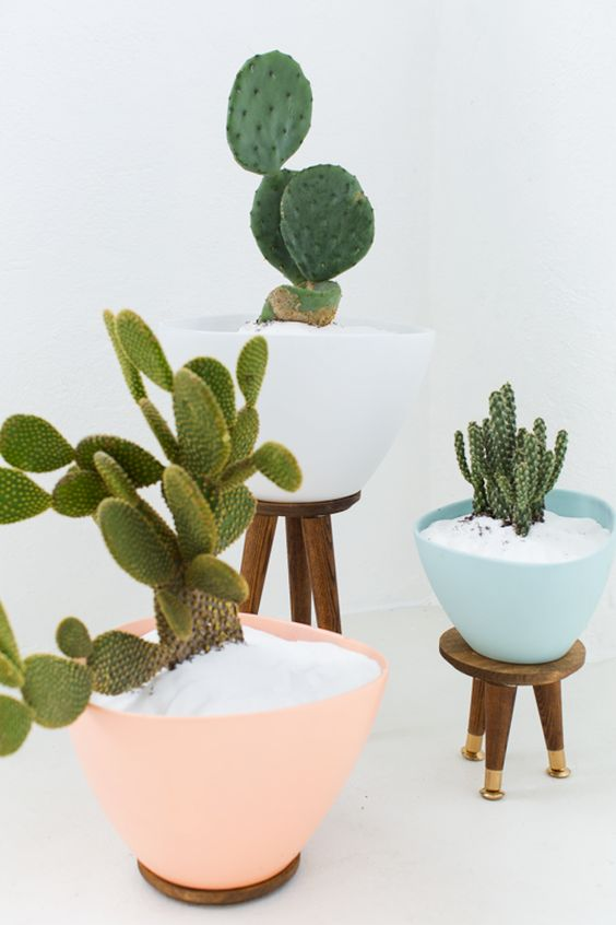 Bookmark this colorful IKEA hack to DIY a set of stools to display your indoor plants on.: