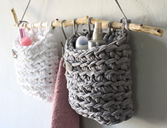 DIY Projekt : Ideen zum Stricken & Häkeln mit Textilgarn - Dekorationen aus Textilo Stripes und NewLines aus dem Textilo Shop. Dieses Set findet ihr jetzt auch in unserm Online-Shop unter der Adresse: http://www.textilo-shop.de/shop/handmade-einzelstuecke/textilo-badutensilo-set-detail.html ab 35,00€