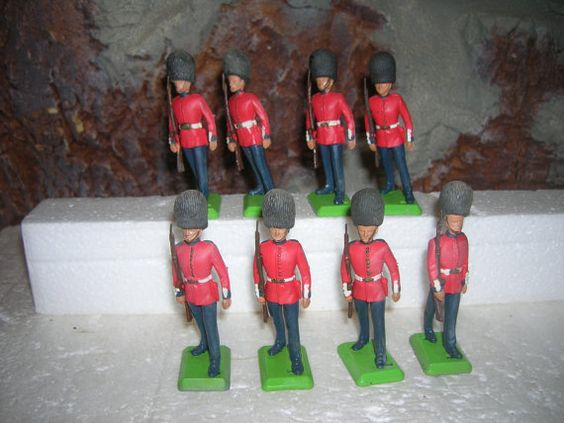 BRITAINS DEETAIL Vintage 1977 Grenadier by ZIGGYSTOYSOLDIERS