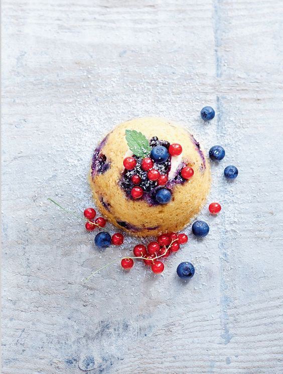Bowl cake yaourt, groseilles et myrtilles