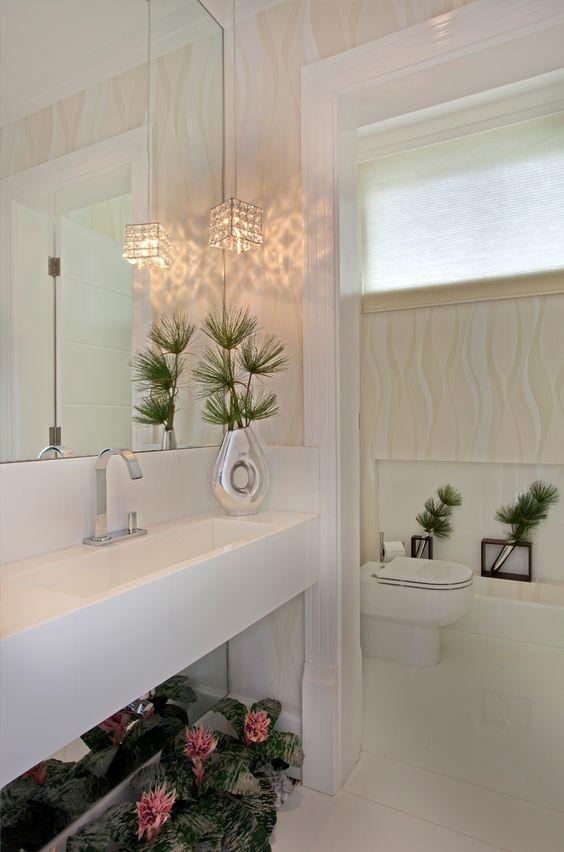 Jardim de inverno com plantas artificiais em banheiros e lavabos