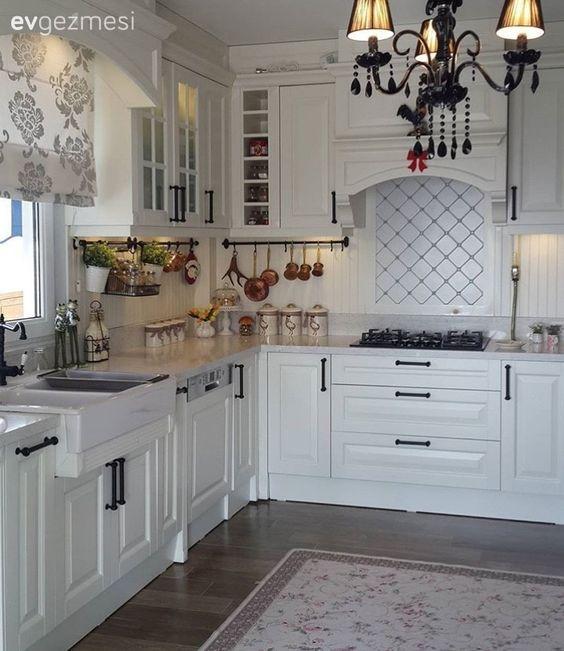 beyaz mutfaklar modern veya country stil parlak veya mat. Black Bedroom Furniture Sets. Home Design Ideas