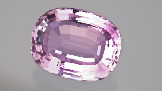 Faceted morganites can be found in large sizes, even exceeding 100 cts.  #Morganite #LooseGemstones #ColouredGemstones #Jewelry #CustomJewellery #BrittonDiamonds