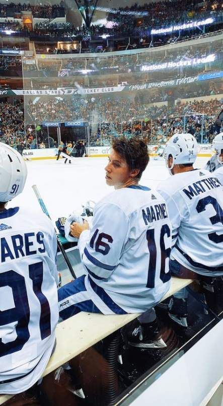 Pin By Annabella On Mitch Marner In 2020 Hockey Girls Hockey Girlfriend Hot Hockey Players