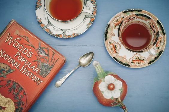 生活是悅讀,是與人分享。 #tablebible #life #teatime #antique
