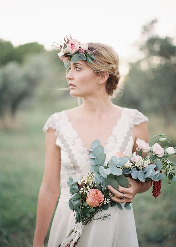 Wedding bouquet and hair piece // Photo by Feather and Stone